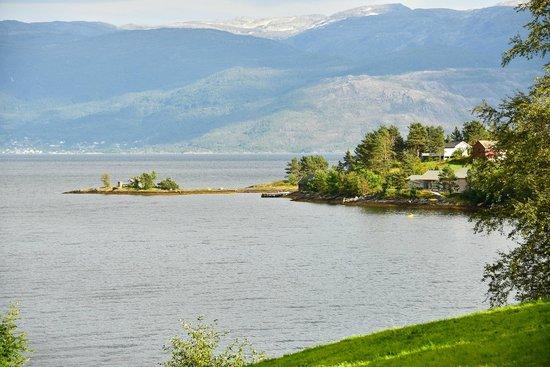 Oddland Camping: Uitzicht vanaf terras op het Hardangerfjord