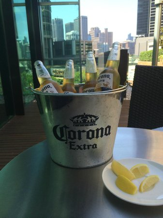 Crown Promenade Melbourne: Drinks on the deck by the pool