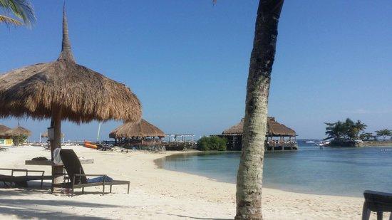 Bluewater Maribago Beach Resort: So cool~~~