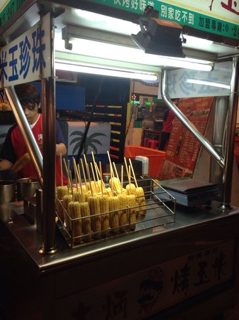 Pingtung Tourist Night Market: Corn on the cob