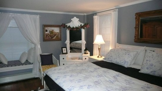 1837 Cobblestone Cottage Bed and Breakfast: HoneyMoon Suite