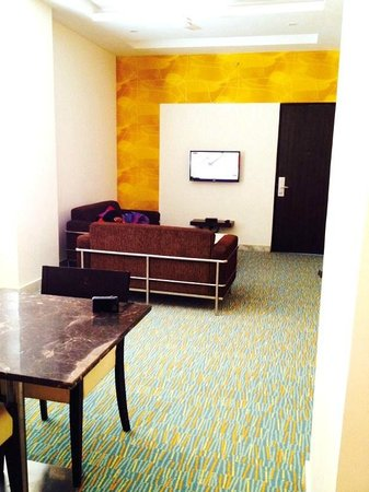 Star City Hotel & Serviced Apartments: Clean and spacious living room