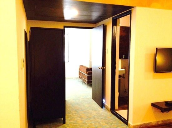 Star City Hotel & Serviced Apartments: Walkway access to living room