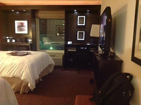 Hampton Inn and Suites Detroit/Airport-Romulus: recamara
