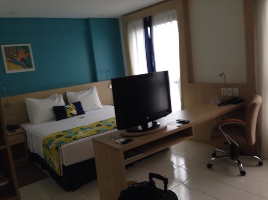 Quality Hotel Manaus: Spacious room. Comfortable bed