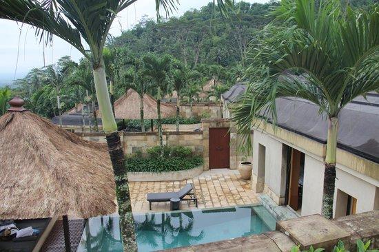 Amanjiwo Resorts : garden view from Borobudur suite
