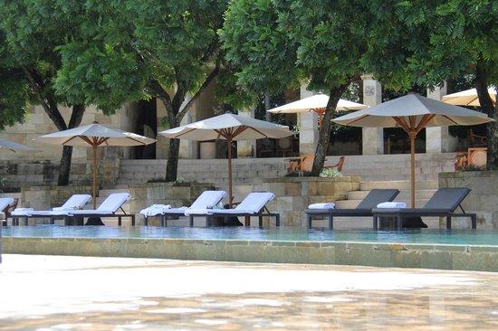Amanjiwo Resorts : Poolside