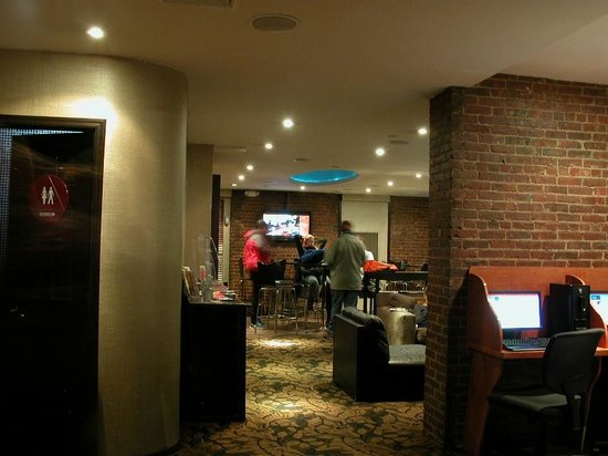 Broadway Hotel and Hostel: The rear common area also has a small kitchenette area and tables to eat at.