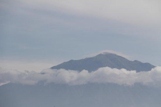 Amanjiwo Resorts : One of the surrounding volcanoes