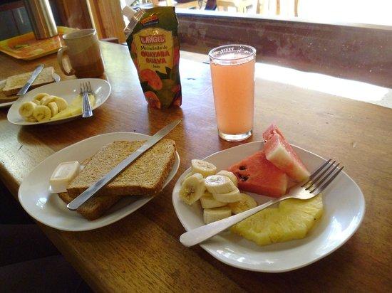 Cabinas El Pueblo Bed & Breakfast: petit déjeuner inclus