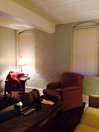 Olde Harbour Inn - River Street Suites : Den Area