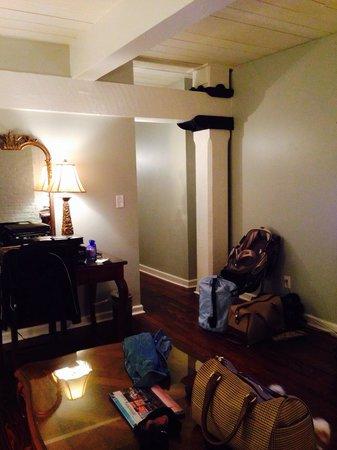 Olde Harbour Inn - River Street Suites : Looking toward hallway from Den