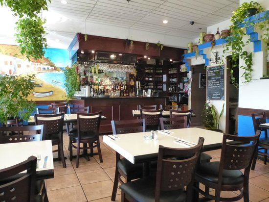 Yianni's Greek Taverna: Inside the restaurant
