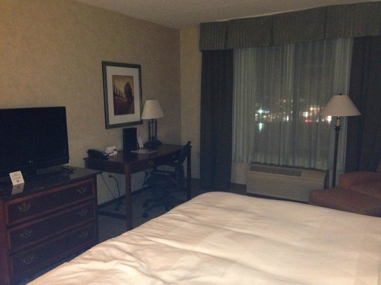 DoubleTree by Hilton Pleasant Prairie Kenosha : King Room Desk