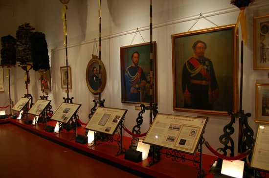 Bishop Museum: The Kahili Room with Hawaiian Monarchy history