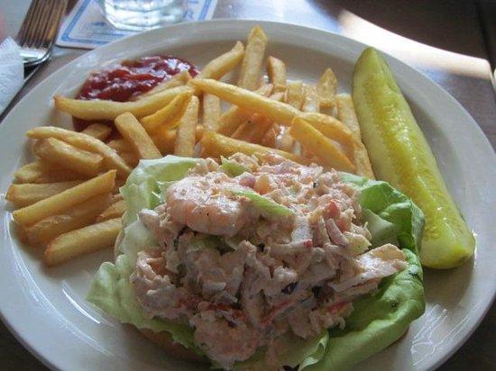 Sandbar Restaurant: Seafood Roll