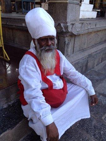 Kapaleeshwar Temple: 聖者?