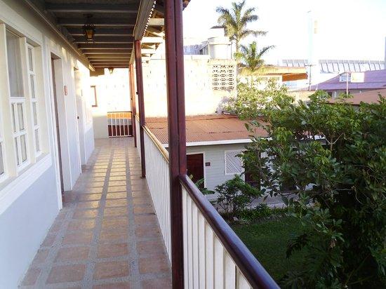 Hotel Liberia: balcon de la chambre qui donne sur l'intérieur de l'hôtel