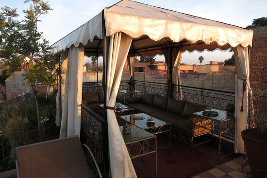 Riad Dar Khmissa: Breakfast on the rooftop