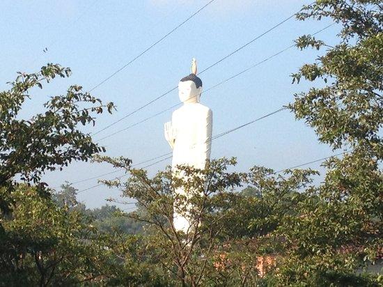 Sinhagiri Villa: Buddhist temple next to the villa