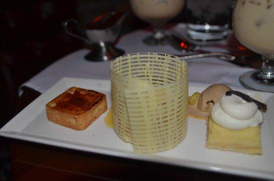 Bern's Steak House: Vanilla sampler for dessert.