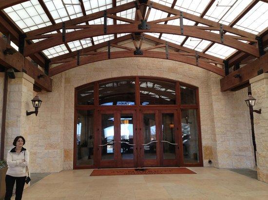 JW Marriott San Antonio Hill Country Resort & Spa : entry to hotel nice