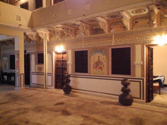V Resorts Paawana Haveli Mandawa : Cour intérieure