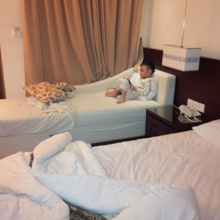 Yulia Village Inn : ranjang