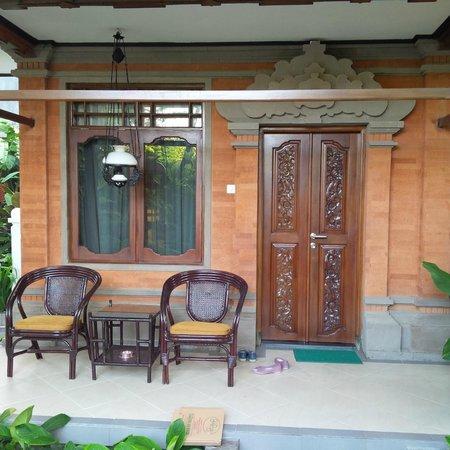 Yulia Village Inn: eksterior