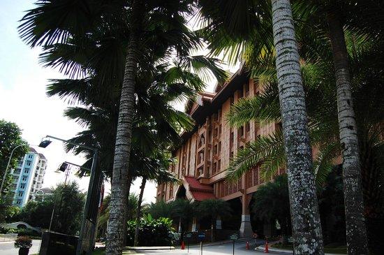 The Royale Chulan Kuala Lumpur: hotel grounds