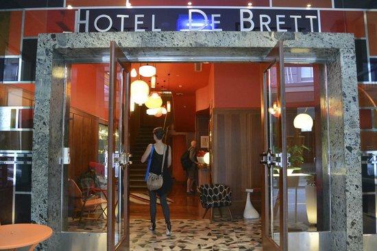 Hotel DeBrett: Hotel Entrance