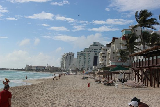 GR Caribe by Solaris : View from the beach