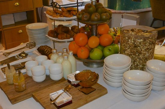 Hotel DeBrett : Continental Breakfast