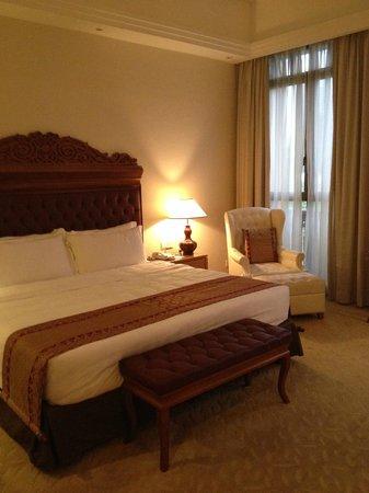 Royale Chulan Kuala Lumpur: comfy bed..