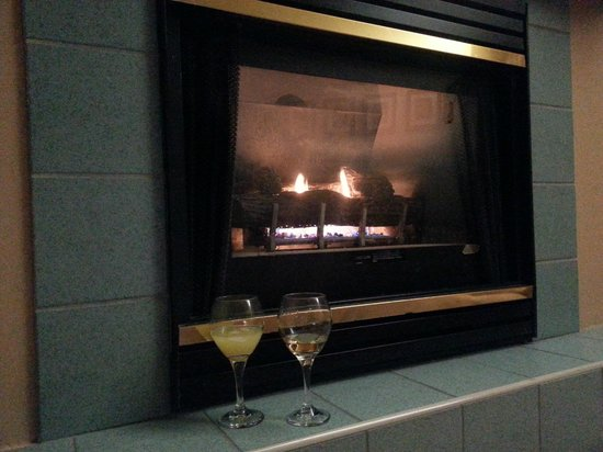 InnSeason Resorts Pollard Brook: Fireplace in the room.