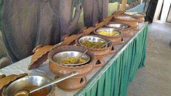 Beenath Guest House: Lunch Buffet