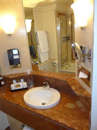 Radisson Blu Edwardian Hampshire Hotel : Bathroom