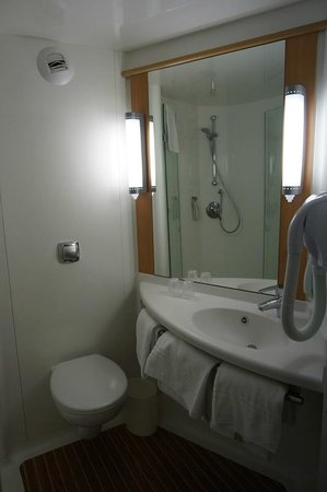 IBIS AIX EN PROVENCE : Bathroom was clean, but resembled an airplane toilet due to its size