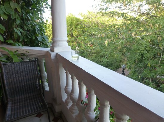 Casa La Fe - a Kali Hotel : our balcony overlooking the park