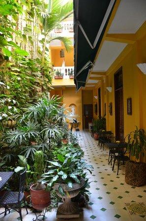 Casa La Fe - a Kali Hotel: Breakfast/happy hour area