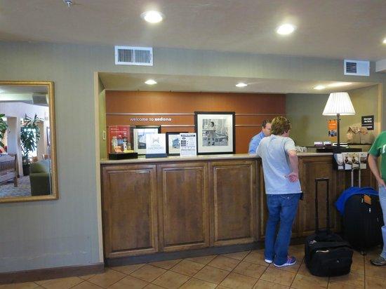 Hampton Inn Sedona: Front desk
