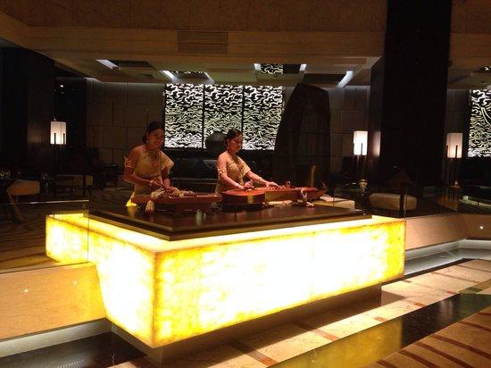 Amari Watergate Bangkok: Performance at Lobby at 6 pm