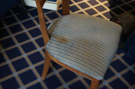 Carlton Lausanne Boutique Hotel : Stained chair