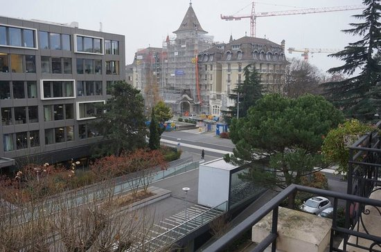 Carlton Lausanne Boutique Hotel : View of the metro from the room's balcony