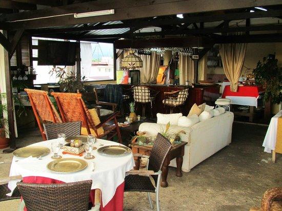 Hotel Casa de Espana: Rooftop dining and bar