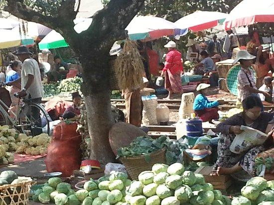 Yangon Circular Train: Market activity at Danyingone Train Stop