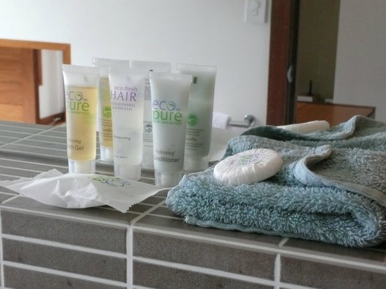 Montville Oceanview Cottages: Nice bathroom supplies