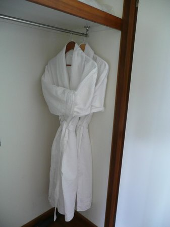 Montville Oceanview Cottages: Little robes ready and waiting