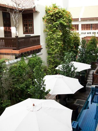 Hotel Penaga: View of the outdoor cafe & little pool
