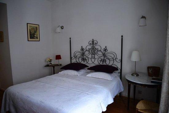 Chez Dominique: room